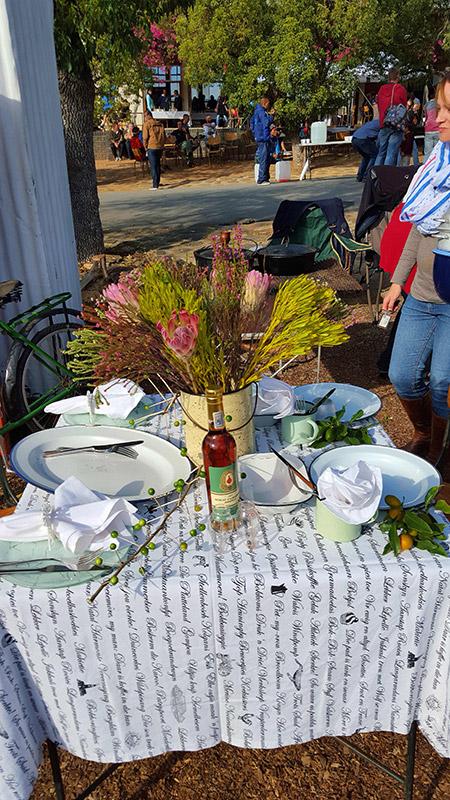 Table setting display